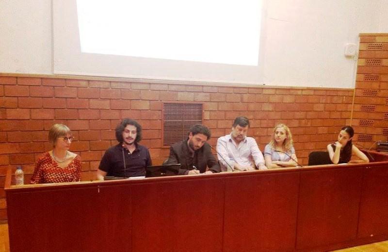 Μέσα, Επικοινωνιακό Σύστημα και Βιώσιμη Ανάπτυξη 6/5/2015 Πάντειο Πανεπιστήμιο. Από αριστερά προς τα δεξιά: Μπέττυ Τσακαρέστου (Επίκουρη Καθηγήτρια, Πάντειο Πανεπιστήμιο), Νίκος Σμυρναίος (Επίκουρος Καθηγητής, Πανεπιστήμιο Paul Sabatier Toulouse 3), Νίκος Λέανδρος (Καθηγητής, Πάντειο Πανεπιστήμιο), Λαμπρινή Παπαδοπούλου (Υποψήφια διδάκτορας, Πάντειο Πανεπιστήμιο) και η Λήδα Τσενέ (Επιστημονική συνεργάτης Παντείου Πανεπιστημίου). — με τους Μπέττυ Τσακαρέστου,Νίκος Σμυρναίος, Νίκος Λέανδρος, Λαμπρινή Παπαδοπούλου και Λήδα Τσενέ.
